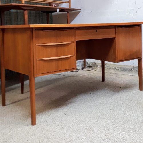 Eric Baden Desk