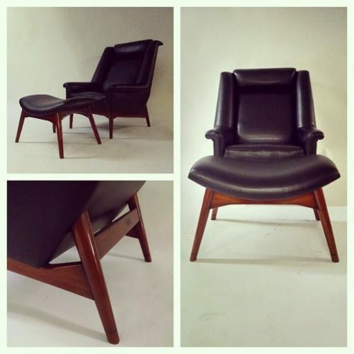Mahogany & Vinyl Lounge Chair w/Ottoman